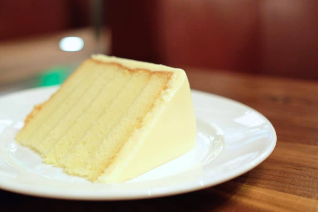 Del Frisco's Grille: Lemon Cake - loveandloathingla.com