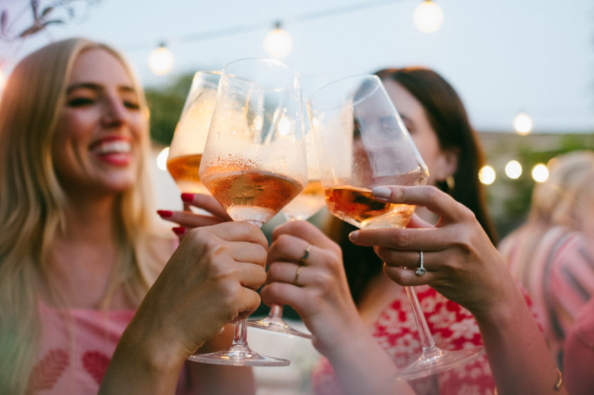 "TIPS FOR HOSTING A ""ROSÉ ALL DAY"" COCKTAIL PARTY"